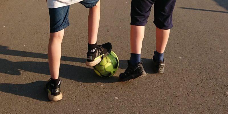 Zwei Jungs, Fußball